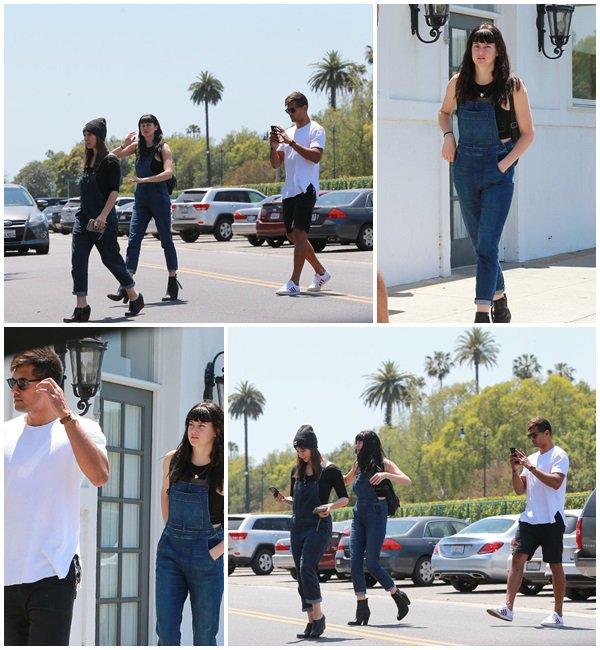 22 Mai 2018 - Shailene Woodley, Ben Volavola et Isidora Goreshter font du shopping à West Hollywood