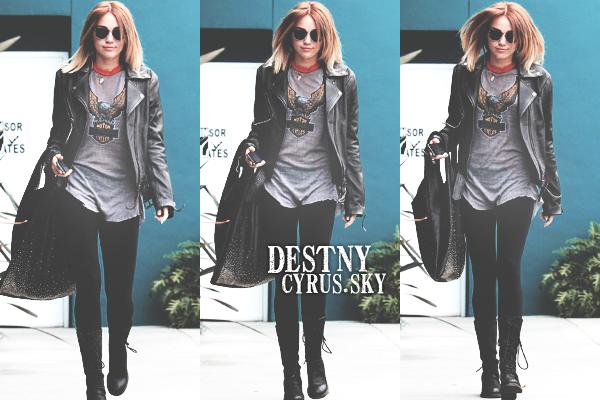 $  02/05/12 | Miley sortant toujours de son cours de pilates dans West Hollywood. $