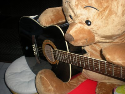 Petit tripe avec le cadeau de noel de ma soeur et ma guitare ^^
