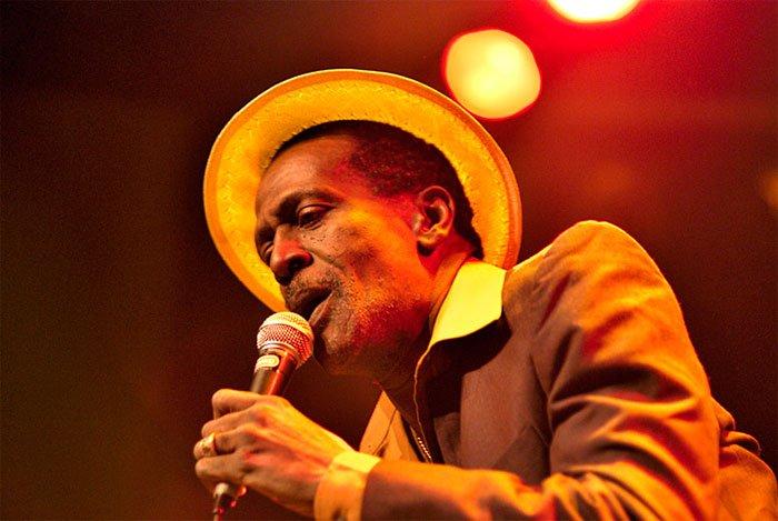 "GREGORY ISAACS - ""Mr tambourine man"" (2004)"