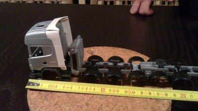 Et voici un scania 12x4 pour convoi esceptionnel.
