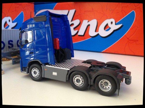 "Volvo FH P.Visser et sa porte-container ""K"" LINE."