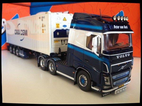 Volvo FH 04 Peter Van Herk.