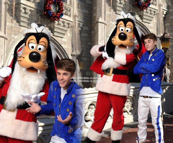 "Le clip de ""All I Want For Christmas"" - Ma vidéo préférée - 2 Photos de Justin à DisneyLand -  2 Photos Inédites de Justin et Selena à Hawaii"