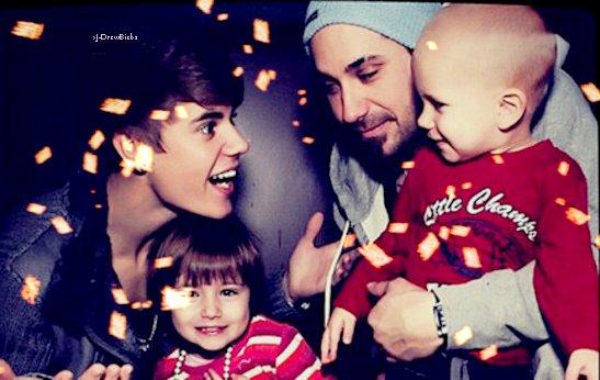 Découvre Justin avec Ryan à un match de la NBA ~ Un Zoom sur tenue ♥ ~ Découvre Une Très Belle Photo!