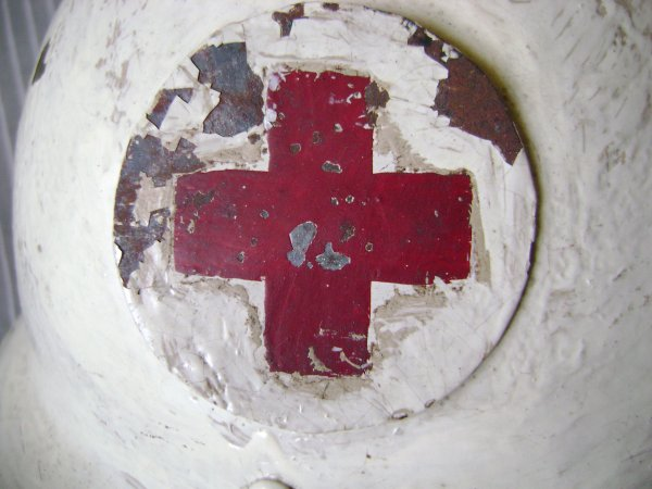 Casque croix rouge