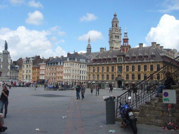 Derniers jours de tranquillité sur la Grand-Place de Lille avant le retour des voitures