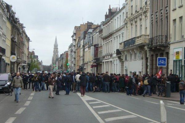 Le collectif des sans papiers de Lille et le Front de Gauche s'invitent à la permanence UMP de Lille