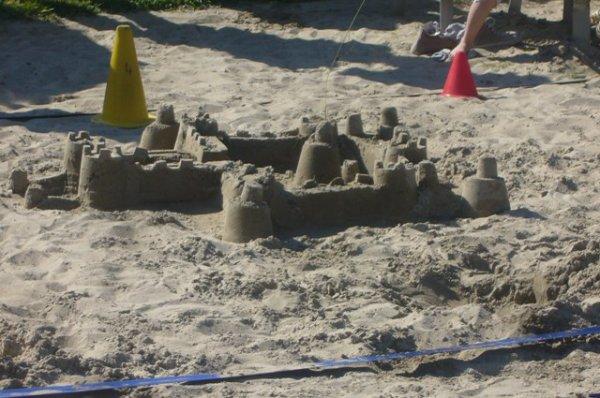 Il a fait un temps estival aujourd'hui, et les premiers châteaux de sable ont fait leur réapparition à Lambersart-Plage
