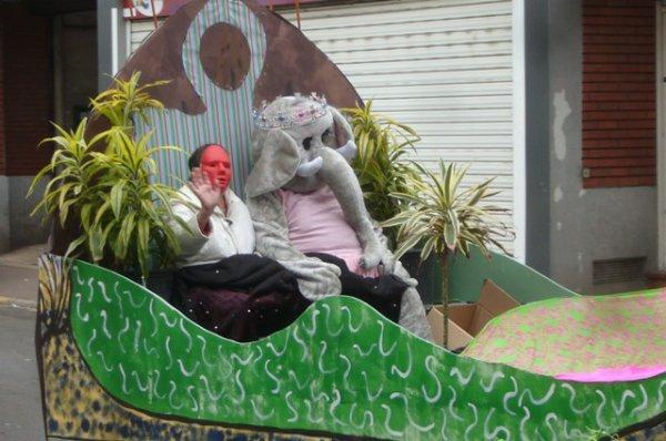 """Carnaval d'été 2012 à Lomme : suite et fin du reportage photo, avec """"la voiture balai"""" qui veille encore sur notre sécurité (on ne leur rend jamais assez hommage)"""
