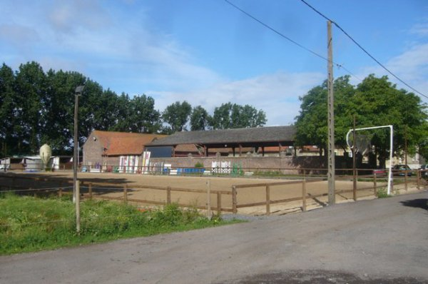 Une tranquille matinée de vacances au Centre équestre de la Ferme des Briques à Auchy-les-Mines (Pas-de-Calais)