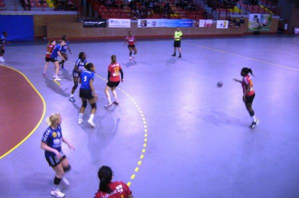 Handball féminin à Lomme : pas de miracle pour mon anniversaire, les filles du LLMH s'inclinent de justesse 31-32