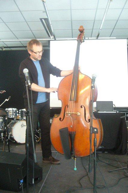 Jazz à Beaulieu : et pour commencer, un petit cours sur la contrebasse