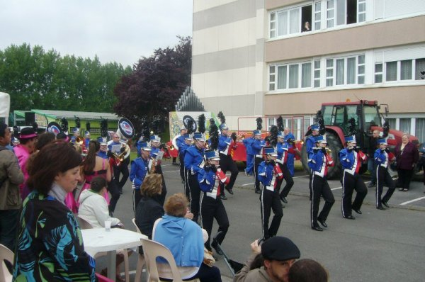 Carnaval d'été de Lomme 2013 : inauguration du char du quartier du Marais, la Vaillante était aussi de la partie