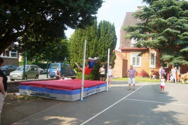 Fête de quartier de Lomme Délivrance : concours de saut en hauteur