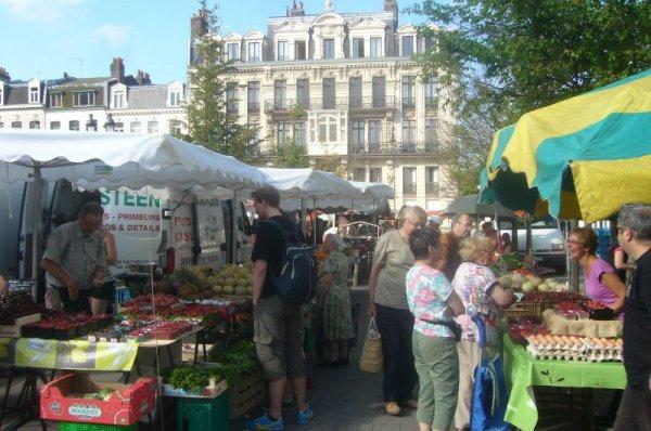Lille au soleil : le marché du samedi matin place Sébastopol