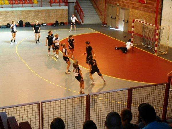 Handball féminin : ce dimanche après-midi, l'équipe de Lomme disputait un match amical contre celle d'Anvers