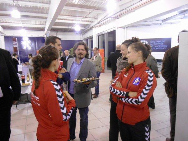 L'équipe féminine de Handball du LLMH, qui évolue en 2ème division, présentée aux sponsors (2/2)