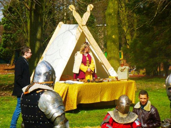 """La chasse aux oeufs """"médiévale"""" du secours populaire de Lomme"""