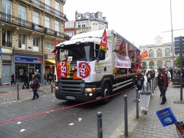 Comme tous les samedis après-midi à Lille, on défile !