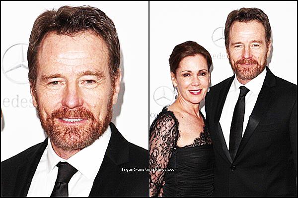 . Bryan Cranston à été pris en photo au Mercedes-Benz Oscar Viewing Party en compagnie de sa femme. .