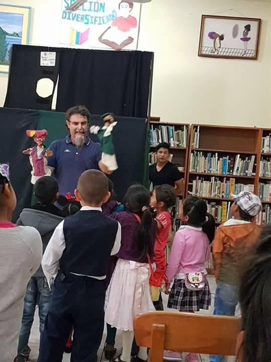 Espectaculo en la Biblioteca de Panajachel