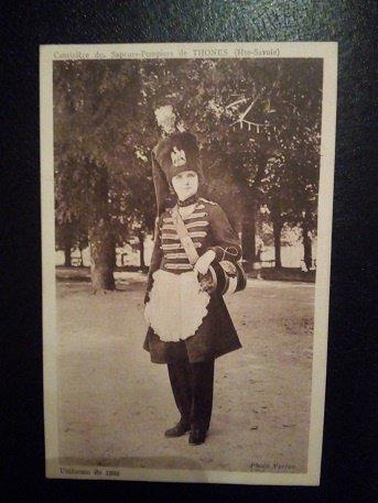 cpa représentant la cantinière des sapeurs pompiers de Thones (Haute Savoie) , uniforme de  1863
