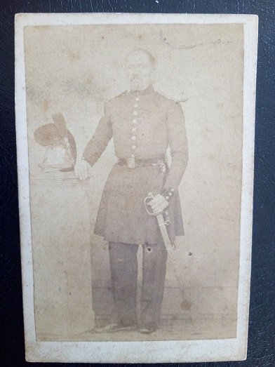 photo cdv d'un officier de sapeur pompier vers 1852