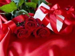 *Gift 'n Red Roses