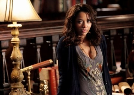 "The Vampire Diaries : Tyler et Caroline, le baiser... + The Vampire Diaries saison 2 : Episode 13, photos promo + The Vampire Diaries : Qui sera Klaus ? (spoilers) + The Vampire Diaries : Bonnie et Jeremy, ""Je t'aime moi non plus"" + Katerina Graham parle du couple Bonnie/Jeremy"