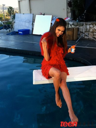 """The Vampire Diaries"" : Nina Dobrev fait la pin-up pour ""Teen Vogue"" !"