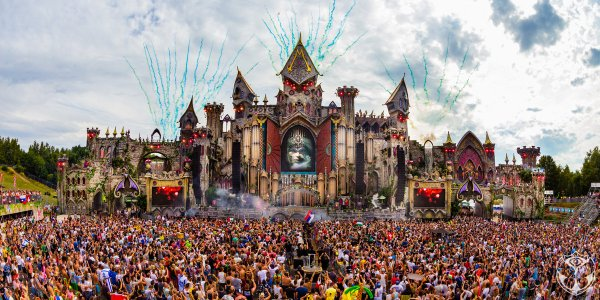 This is Belgium : Armin van Buuren,  the king of trance in Live@Tomorrowland 2015 - Art en Chemin sur la route de la Transe