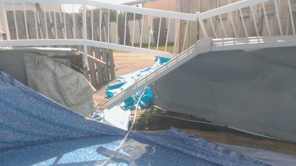 La piscine qui a lâché-.-