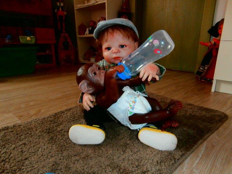 Passionnée de poupées depuis toujours, je vous invite à visiter mon blog