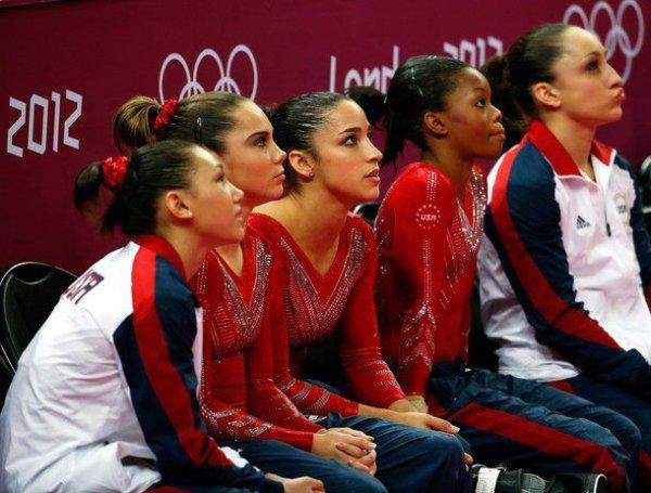 - ON WEB GYMNASTICS - Jeux Olympiques Une finale émouvante Les Américaines ont fait bien mieux qu'il y a quatre ans en remportant  l'or au concours par équipe . -