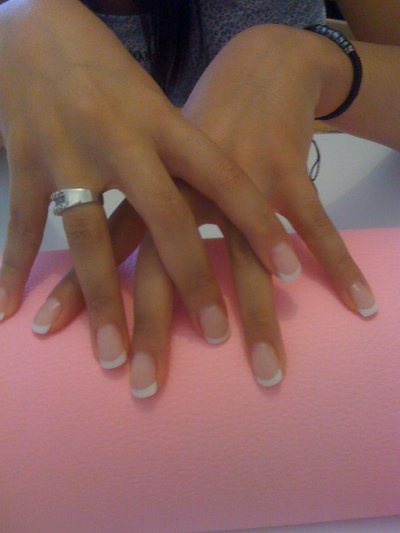 pose faite sur ongle naturel!! av french courte!!!