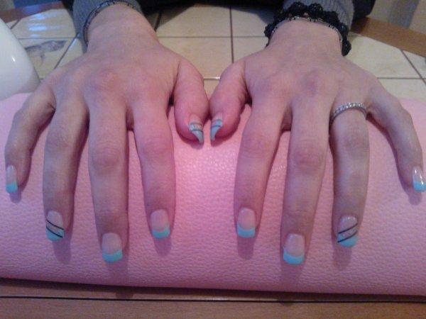 Pose powder, capsules, french gel LA, stripper bleu nuit sur Alyson ;)