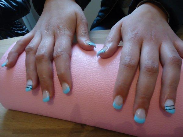 Pose gel BLUE L.A de chez ongle24 sur amélie!