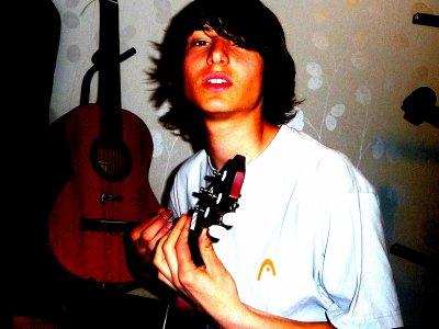 Hey ! Tu es sur ma page musique Skyrock :) Abonne toi sur Youtube , ca me ferais beaucoup plaisir :)