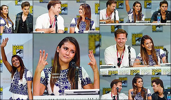 26/07/2014: L'actrice Nina Dobrev a été photographié au deuxième jour du Comic Con toujours à - San Diego. Deuxième jour pour Nina au Comic Con mais cette fois ci avec ses co-stars de The Vampire Diaries. C'est un très beau top pour Nina , j'adore !!