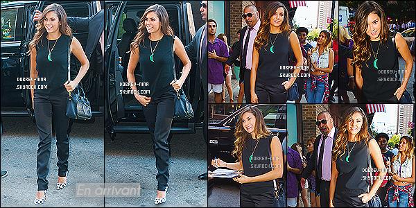 04/08/14: La sublime Nina Dobrev a été visité le HuffPost à Midtown Precinct situé dans un quartier de New York. Et hop, encore une autre tenue pour Nina. Elle n'arrête plus de sortir, mais elle est vraiment superbe comme toujours. Donnez votre avis sur elle ..