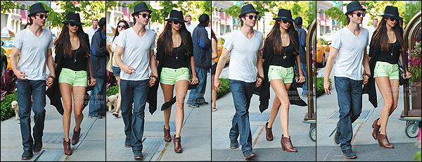 13/05/2012 : Nina Dobrev et son (ex)petit copain Ian Somerhalder ont été vus main dans la main - à New York. Ils étaient vraiment mignons ensemble, ce couple me manque vraiment beaucoup. Nina était superbe avec son short jaune et son chapeau, un top