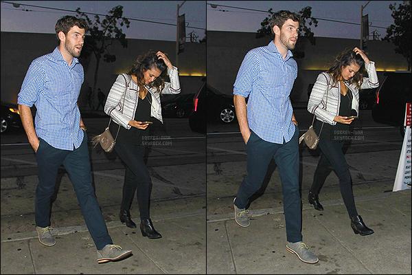 26/06/15 : Nina a été aperçue arrivant au restaurant Craig's avec son boyfriend Austin Stowell à West Hollywood. Première sortie du couple, mais aucuns des deux acteurs n'a confirmé. J'aime vraiment la tenue que porte Nina, un coup de c½ur pour son sac Gucci.