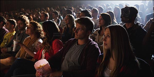→ Découvrez de nouveau stills du film « The Final Girls » où Nina interprétera Vicki Le film sort officiellement le 9 octobre 2015 au cinéma en Amérique, puis Nina sera au Festival du film de Toronto le 19 septembre 2015 pour TFG.