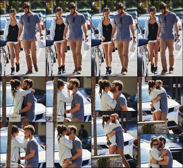 13/08/2015 : L'actrice Nina Dobrev a été aperçue dans les rues de New York avec son boyfriend Austin Stowell. Ces deux là sont tellement mignons ensembles, je craque. De plus, nous pouvons voir que Nina tiens un livre, est-ce un script? Affaire à suivre...