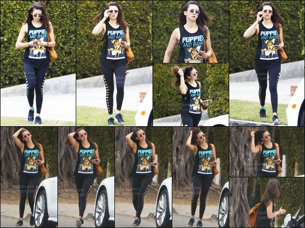 15/06/2016 : L'actrice Nina Dobrev a été photographiée rejoignant sa voiture dans les rues de Los Angeles. La tenue de Nina est plutôt sportive cependant je l'aime bien. Son legging est top et j'adore ses lunettes de soleil, alors c'est un TOP ou un FLOP?