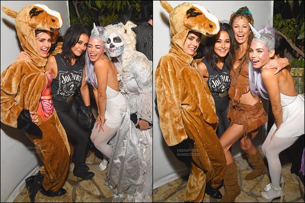 28/10/16: Nina Dobrev était aperçu se rendant à la fête « Casamigos Tequila Halloween » dans Hollywood. Nina portait un déguisement plutôt très drôle que j'affectionne vraiment beaucoup. Franchement un gros TOP, j'adore - Que pensez-vous ?!