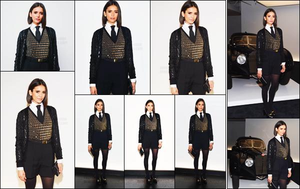 12/09/17 ─ Nina Dobrev s'est rendue au défilé « Ralph Lauren » dans le cadre de la New York Fashion Week. WOW ! Pour cette événement Nina a mit le paquet et nous a sorti une tenue complètement inhabituelle mais j'adore elle est superbe - gros top !