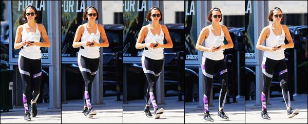 06/10/17 ─ Nina Dobrev a été photographiée quittant son cours de gym qui se déroulait dans la ville de Los Angeles. Je n'aime pas forcément la tenu de Nina pour le coup mais vous me direz ceci est une tenue de sport en même temps. Je lui accorde un petit - flop !