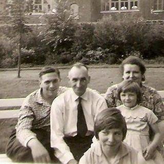 Bonne fête à tous les papas et principalement le mien qui nous a quittés le 8 mars 1970, il me manque toujours autant